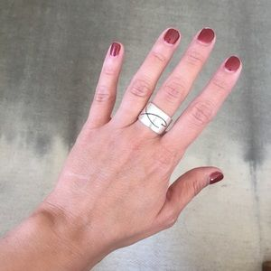 Jewelry - Chunky fish ring